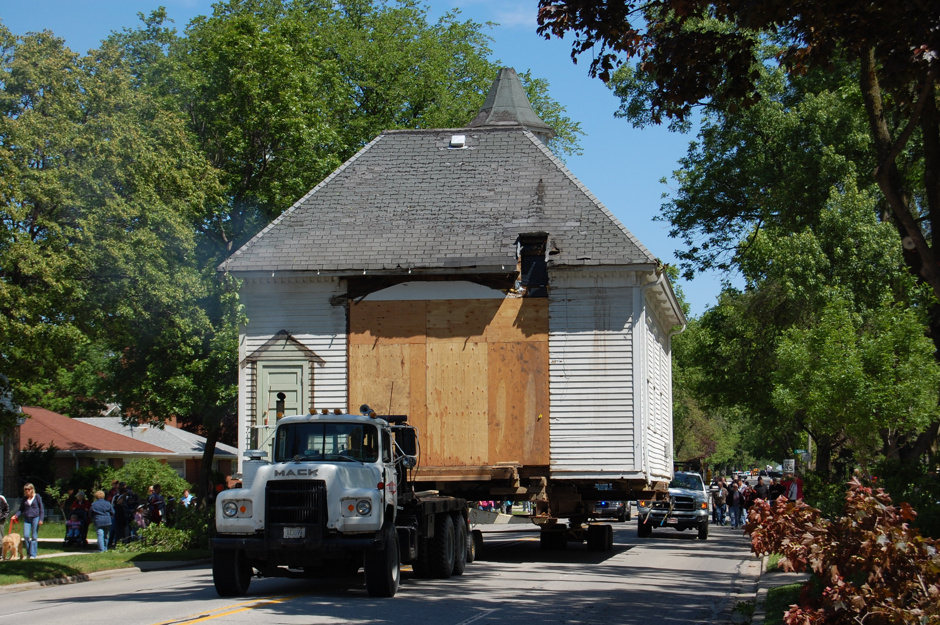 Central-School-moves-down-Route-83-Mount-Prospect-IL-5-28-08-photo-by-Frank-Corry-1