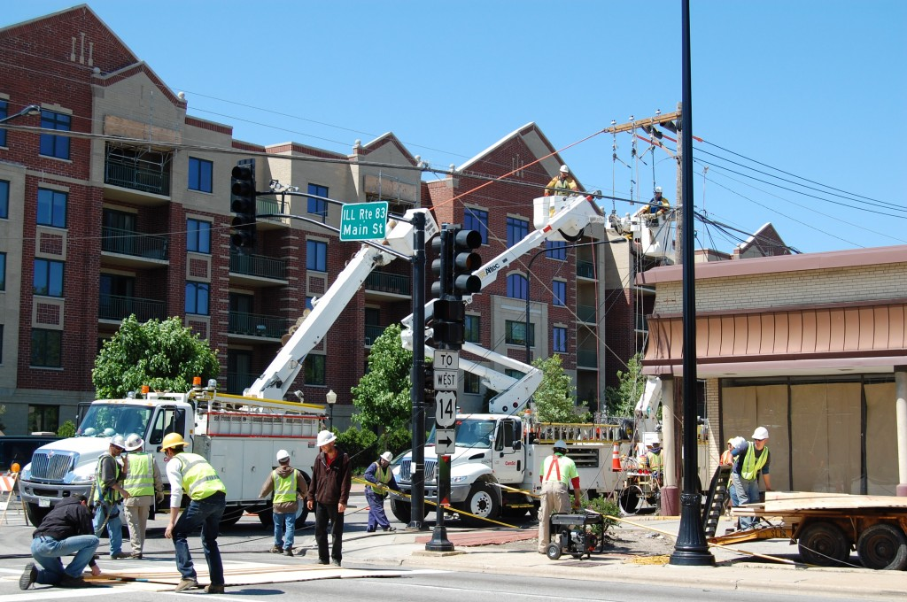 Coordinating-utility-line-removal-on-day-of-Schoolhouse-move-Mount-Prospect-IL-5-28-08-photo-by-Frank-Corry-1024x680-1